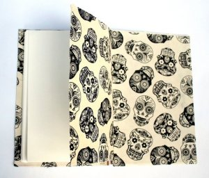 Mona, Endpapers